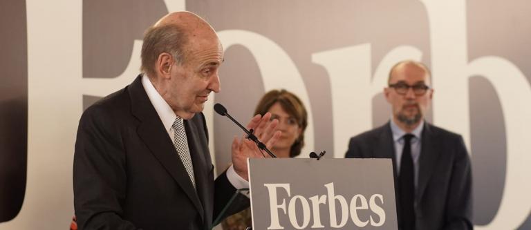 Miquel Roca Junyent recibe el Premio de Honor Forbes Abogados 2019