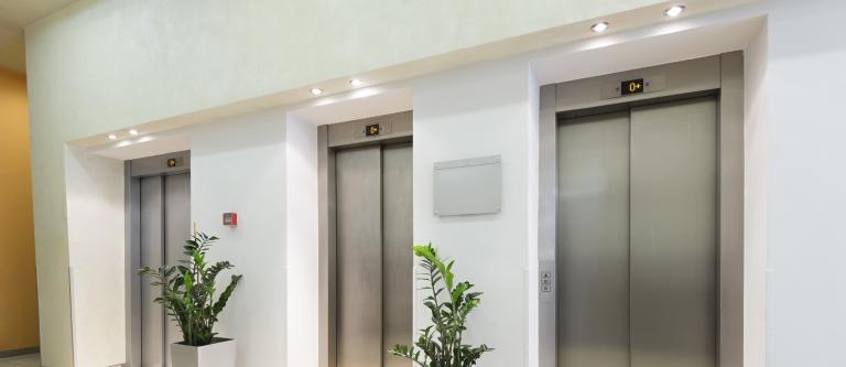 El Tribunal Supremo da la razón a una comunidad de propietarios contra un contrato de mantenimiento de ascensores por considerarlo abusivo