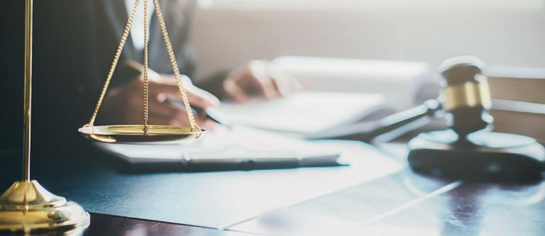 La Abogacía Española exige al Ministerio de Justicia el pago del turno de oficio por designación judicial
