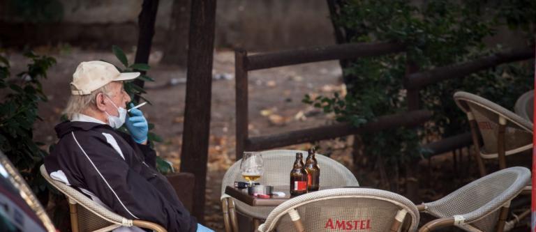 Rechazada la prohibición de fumar en las terrazas de los bares acordada en Navarra debido al coronavirus